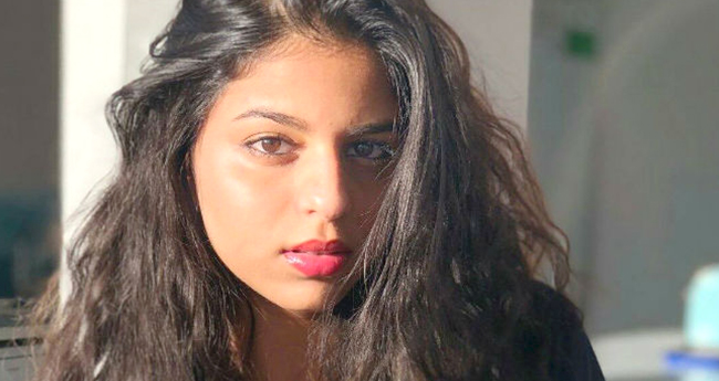 Video: We wonder what to fall for: Suhana Khan's Pout Or Smile?