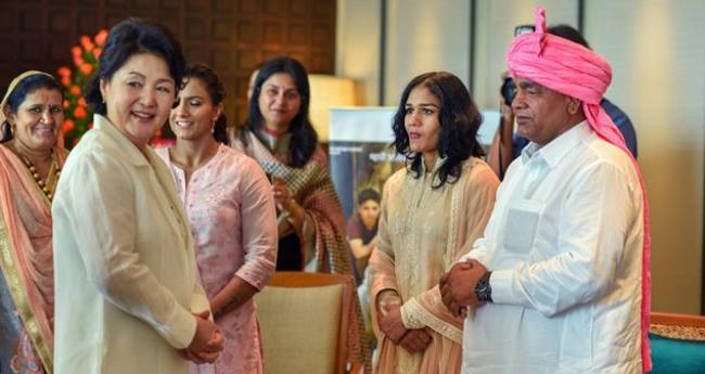 Phogat Sisters and Father Meet South Korean First Lady