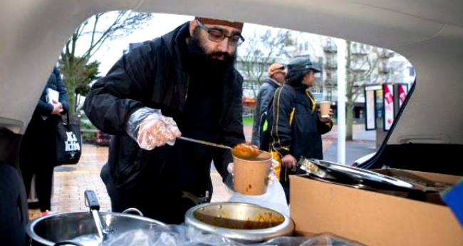 Sikh Families provide food and clothes to homeless people in Hamilton, New Zealand